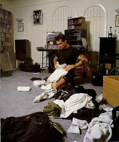 henry rollins gently folding his clothes on imgfave Magnificent Beasts, Henry Rollins, Love Henry, Dir En Grey, Lovely Creatures, Post Punk, Black Metal, Pretty People, The Man