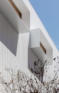 James Garvan Architecture has added gabled screens to the facade of North Bondi House, which is meant to mimic the form of a neighbouring property. Architecture Photo, Contemporary Architecture, Semi Detached, Detached House, Timber Battens, Exterior Cladding, Facade House, Types Of Houses, House Front