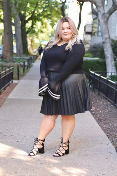 natalie craig, chicago fashion blogger, plus size fashion, Natalie in the city, affordable plus size clothing. eloquii Chicago, eloquii sweater, plus size clothes, curves and confidence, midwest blogger, digital influencer, influencer, pleated plus size maxi skirts, fall fashion 2017, plus size fall fashion