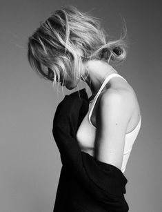 Hair Inspiration: Elin Kling's Textured Low Bun