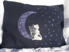 """Coussin de décoration """"La fée argentée la tête dans les étoiles"""" crée par Perles in the sky : Textiles et tapis par perles-in-the-sky"""
