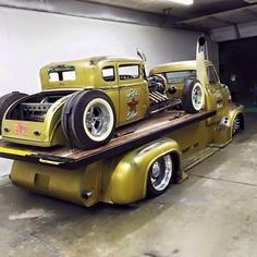 A custom hauler to match the rat rod...awesomeness!