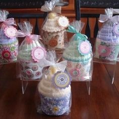 DIY Spa Cupcakes ~ consists of a Coffee Cozy from Studio Moi (Etsy), Fuzzy Spa Socks, colorful Lollipop, party bag & homemade labels. Spa Party, Party Gifts, Party Favors, Candy Party, Shower Bebe, Baby Shower, Spa Cupcakes, Washcloth Cupcakes, Onesie Cupcakes