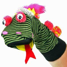 As criançada ama brincar com fantoches   E fazê-los com meias é muito fácil, basta ter uma meia colorida de preferência aquela que já n...