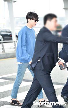 2016 June 11 (Sat)   NEWS    PHOTO    HD    No. 02   #ActorLeeMinHoo  #LeeMinHo   #이민호   / 인천, 톱스타뉴스 김혜진 기자    [http://news.topstarnews.net/detail.php?number=200031] Depart   Korea   INCHEON #Airport   To   #Shanghai   #CHINA   FOR    19th #SIFF2016   For Promotional Movie   #BountyHunters   (Source:  #Korea Media:  Top Star News   [https://twitter.com/topstarnews/status/741445589657911296]     11 June 2016 (Sat) @ 09:09 hours   02        THIS Post:  11 June 2016 (Saturday)