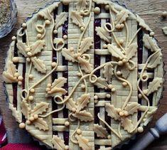Pie art via FoodPorn on March 04 2019 at Pie Dessert, Dessert Recipes, Beautiful Pie Crusts, Pie Crust Designs, Pie Decoration, Pies Art, Pie Tops, Pie Crust Recipes, Sweet Pie