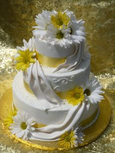 Cake with daisies with colors for spring/summer = LOVE!