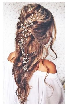 Bohemian styled hair for that perfect day. I love this so much because it's so loose and free but so beautiful