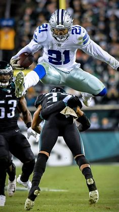 Zeke - able to leap tall mountains! Dallas Cowboys Wallpaper, Dallas Cowboys Players, Dallas Cowboys Pictures, Nfl Football Players, Nfl Football Teams, Dallas Cowboys Football, Football Pictures, Cowboys 4, Football Wallpaper