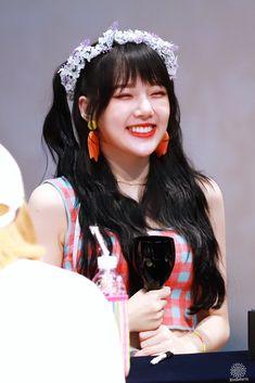 Kpop Girl Groups, Korean Girl Groups, Kpop Girls, Rainbow Flowers, Fandom, G Friend, Korean Singer, Pop Group, South Korean Girls