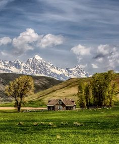 🇺🇸 Miller Homestead on the National Elk Refuge (Jackson, Wyoming) by Martin Bredel Grand Teton National Park, Yellowstone National Park, National Parks, Scenery Pictures, Nature Pictures, Jackson Wyoming, Jackson Hole, Into The West, Beautiful Places To Visit