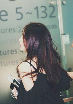 Image about kpop in ― i'm red velvet trash ♡ 레드벨벳 🐰🐻🐹🐥🐢 by 𝘫𝘶𝘴𝘵 𝙖𝙡𝙞𝙘𝙚 Red Velvet Seulgi, Red Velvet Irene, Black Velvet, Sehun, Wendy Son, Redvelvet Kpop, Airport Style, Girl Crushes, Ulzzang Girl