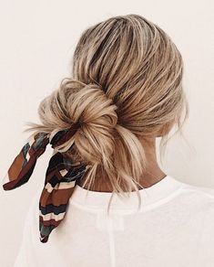 Quick and Easy Hairstyles That Look Even Better With Extensions Easy to achieve hairstyles for long hair from Amber Fillerup Clark, AKA the Barefoot Blonde.Easy to achieve hairstyles for long hair from Amber Fillerup Clark, AKA the Barefoot Blonde. Scarf Hairstyles, Pretty Hairstyles, Girl Hairstyles, Braided Hairstyles, Hairstyles Videos, Types Of Hairstyles, Hair Extension Hairstyles, Hairstyles With Extensions, Bandana Hairstyles For Long Hair