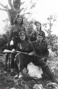Kostas Zimeris Woman Members of the Anti-fascist Partisan Batallion of the National Peoples Liberation Army Ano Kerassia Magnesia Greece 1944 Nazi Propaganda, Old Pictures, Old Photos, Greece Photography, War Photography, People's Liberation Army, Greek History, Military History, Dieselpunk