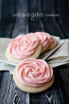 The best sugar cookies of all time. Soft and chewy with a secret ingredient to give them a little zing! Made these & they're SO good-definitely the best sugar cookies I've ever tried. Cookies Roses, Soft Sugar Cookies, Sugar Cookies Recipe, Yummy Cookies, Cookie Recipes, Flower Cookies, Cookie Bouquet, Lemon Cookies, Icing Recipe