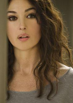 Monica Bellucci, natural lip contour. Lower lip smaller than the upper lip