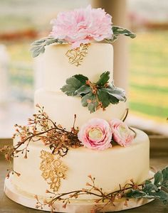 If you are searching for the perfect elegant cake that speaks endless romance to your day look no further. This Oregon Winery Wedding has even more to see captured by Olivia Leigh Photography with cake by Sugar Rush Bakery. Purple Wedding Cakes, Wedding Cakes With Cupcakes, Elegant Wedding Cakes, Wedding Cakes With Flowers, Elegant Cakes, Wedding Cake Designs, Wedding Cake Toppers, Flower Cakes, Gold Wedding