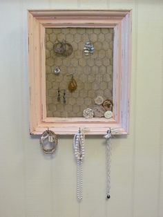 Chicken Wire Frame, Jewelry Display; This is IT! Different color frame to match bathroom. Love the burlap!