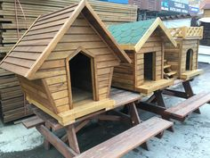 Pallet Dog House, Dog House Bed, Dog House Plans, Dog Bed, Cool Dog Houses, Play Houses, Bird Houses, Outdoor Cat Shelter, Puppy Palace