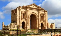 The Arch of Hadrian was built to honor the visit of emperor Hadrian to Jerash in 129/130 AD.      The Roman Ruins at #Jarash #history #traveltuesday #travelthursday #Jordan