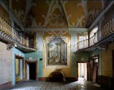 """Forgotten Palaces in Decay 