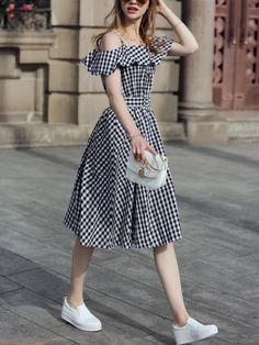 Shop Black Checkerboard Fold Over Cold Shoulder Dress online. SheIn offers Black Checkerboard Fold Over Cold Shoulder Dress & more to fit your fashionable needs. Skirt Outfits, Dress Skirt, Dress Up, Skater Dress, Dress Clothes, Smock Dress, Style Clothes, Chiffon Dress, Strapless Dress