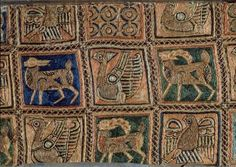 BORDADO HISPANOMUSULMAN DEL ARCA DE SAN ISIDORO DE LEON - SIGLO XI - DETALLE - BORDADO CON SEDAS Y ORO., 11TH CENTURY, ANIMAL, ANIMALS, ARK OF SAN ISIDORO, Border, BRAIDING, CHURCH OF SAN ISIDORO, Cloth, COLEGIATA DE SAN ISIDORO, COLLEGIATE CHURCH OF SAN ISIDORO, DRAPE, ELEVENTH CENTURY, Embroidery, ESPAÑA, HISPANO TISSUE, HISPANO-MUSLIM, HISPANOMUSLIM ART, LEON, NAZARI TISSUE, SHEET (BED), Silk, Spain, TEXTILES, TEXTILES AND CLOTHING, TEXTILES: SILK, TRIMMING