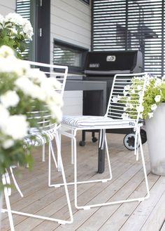 Hee Stuhl von HAY. In seinem Metalldraht steht der Metallstuhl auch gerne draußen! http://www.ikarus.de/marken/hay.html