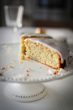 """Ce cake au citron de Jamie Oliver contient de la poudre d'amande et moins de farine et de beurre que celle de """"La popotte de Manue""""."""