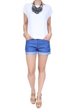 Blusa Tricot Solange  Blusa manga curta de malha com recorte nos ombros, em tecido de linho. O recorte das costas tem uma pequena fenda. Modelagem soltinha.