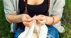 Stock Photography - Close-up young woman knitting. White Sweaters, Young Women, Capsule Wardrobe, Casual Looks, Close Up, Ravelry, Knitting, Inspiration, Style