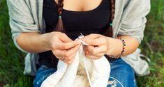 Μεγάλη Έρευνα: Το πλέξιμο μειώνει την κατάθλιψη, το άγχος και τα συμπτώματα του χρόνιου πόνου