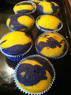 Wouldn't these be great FFA cupcakes - and easy! Gold Cupcakes, Yummy Cupcakes, Tiger Cupcakes, Colored Cupcakes, Batman Cupcakes, Michigan Wolverines, Tailgate Food, Tailgating, Ffa