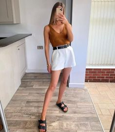 Basic Outfits, Casual Outfits, Fashion Outfits, Minimalist Outfit Summer, Minimalist Outfits, Boho Summer Outfits, Summer Holiday Outfits, Look Retro, Casual Street Style