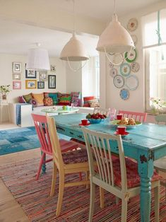 Inspiring Small Clean First Apartment Dining Room Ideas apartmentgardening apartmentliving apartmentliving 669488300833739146 Dining Room Colors, Dining Room Lighting, Dining Room Design, Dining Room Table, Colorful Dining Rooms, Beach Dining Room, Colorful Apartment, Dining Area, Kitchen Dining