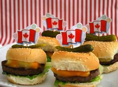 canada day cookies and happy canada day wishes ,canada day cupcakes images and canada day cakes recipes Canadian Cuisine, Canadian Food, Canadian Recipes, Canada Day Party, Edible Centerpieces, Canada Holiday, Cupcake Images, Happy Canada Day, White Cakes