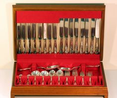 Currently at the #Catawiki auctions: Silver tableware set, 38 pieces, Walker & Hall, Sheffield 1972