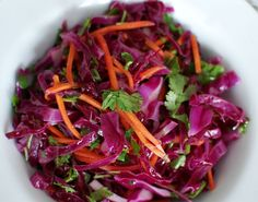 Red Cabbage Slaw with Cilantro and Lime Dressing Vegetable Side Dishes, Vegetable Recipes, Vegetarian Recipes, Healthy Recipes, Banting Recipes, Wedding Buffet Food, Wedding Foods, Red Cabbage Salad, Purple Cabbage