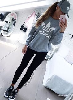 sporty outfits with leggings Cute Sporty Outfits, Sport Outfits, Hiking Outfits, Moda Tween, Tween Mode, Legging Outfits, Adidas Outfit, Adidas Shoes, Adidas Women