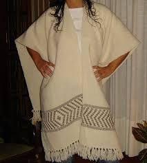 Resultado de imagen para ruanas y ponchos Weaving, Kimono Top, Cover Up, Tops, Dresses, Women, Ideas, Fashion, Weaving Techniques