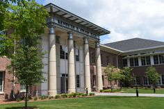 Just two years ago, Coastal Carolina opened the doors to beautiful Swain Hall. The building contains approximately 30 faculty offices and 20 science laboratories. Biology, chemistry, environmental science and health promotion are all housed in Swain Hall: