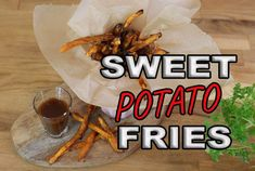 Süßkartoffel Pommes im Ofen - Rezept von Eat Clean - Burcu´s Kitchen Fried Potatoes, Sweet Potato, Fries, Tacos, Ethnic Recipes, Food, Sweet Potato Recipes, Backen, Ruffles Potato Chips