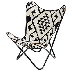 Fauteuil en kilim motifs noirs et blancs