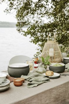 Throw on a linen tablecloth and decorate with a few accessories in natural materials, like wicker lanterns, to add warmth to the table. Van Home, Lake Cottage, House Doctor, Linen Tablecloth, Summer Vibes, Boathouse, Natural Materials, Hygge, Tablescapes