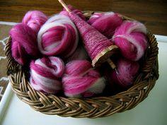 magenta yarn and drop spindle Spinning Wool, Hand Spinning, Spinning Wheels, Drop Spindle, Magenta, Purple, Yarn Inspiration, Yarn Thread, Native Beadwork