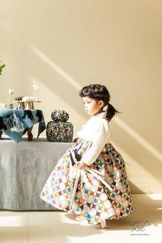 연재한복 - contemporary Hanbok, Korean dress for kids Korean Traditional Dress, Traditional Dresses, Korean Dress, Korean Outfits, Party Fashion, Kids Fashion, Fashion Outfits, Modern Hanbok, Party Mode