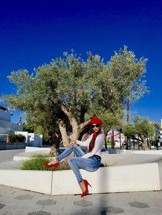 Look con boina roja y pantalones con tachuelas – Mi cóctel de moda – Ibiza fashion blogger & influencer