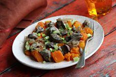 Hagymás pulykamáj sütőtökkel Recept képpel - Mindmegette.hu - Receptek Chilis, Sprouts, Vegetables, Food, Chili, Essen, Chile, Vegetable Recipes, Meals