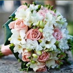 Want your wedding bouquet to hold extra-special meaning? Personalizing your wedding bouquet holder is the next step after picking flowers. Here are some tips for the DIYer. Ivory Wedding Flowers, Bridal Flowers, Floral Wedding, Bride Bouquets, Rose Bouquet, Floral Arrangements, Beautiful Flowers, Marie, Dream Wedding