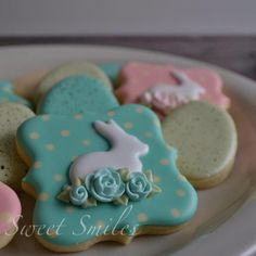 Elegant Easter Bunny with Rosettes decorated cookies Fancy Cookies, Iced Cookies, Cute Cookies, Easter Cookies, Easter Treats, Holiday Cookies, Sugar Cookies, Heart Cookies, Valentine Cookies